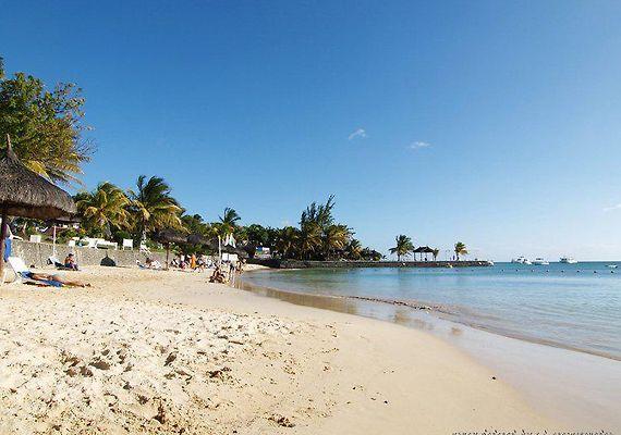 coral azur beach mauritius